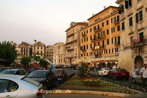 Kerkyra, Am alten Hafen (Korfu-Stadt)