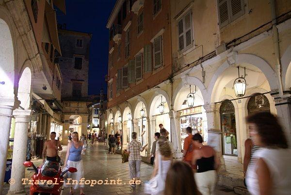 Kerkyra Altstadt am Abend