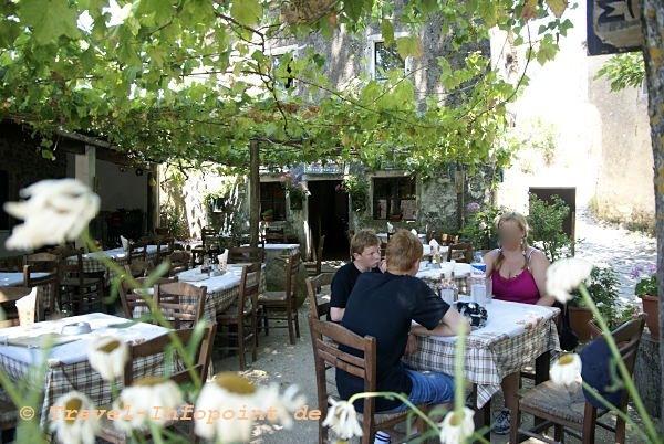 Corfu, Paleo Perithia Taverne Foros