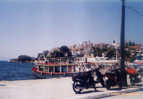 Skiathos: alter Hafen, (vergrößerte Ansicht in der Bildergalerie 2)