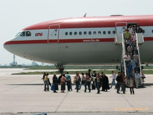Flugzeug in Kavalla